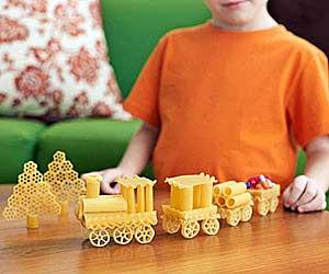 детские поделки из макарон, поделки из макарон мастер класс, как сделать поделку из макарон, поделки из круп и макарон